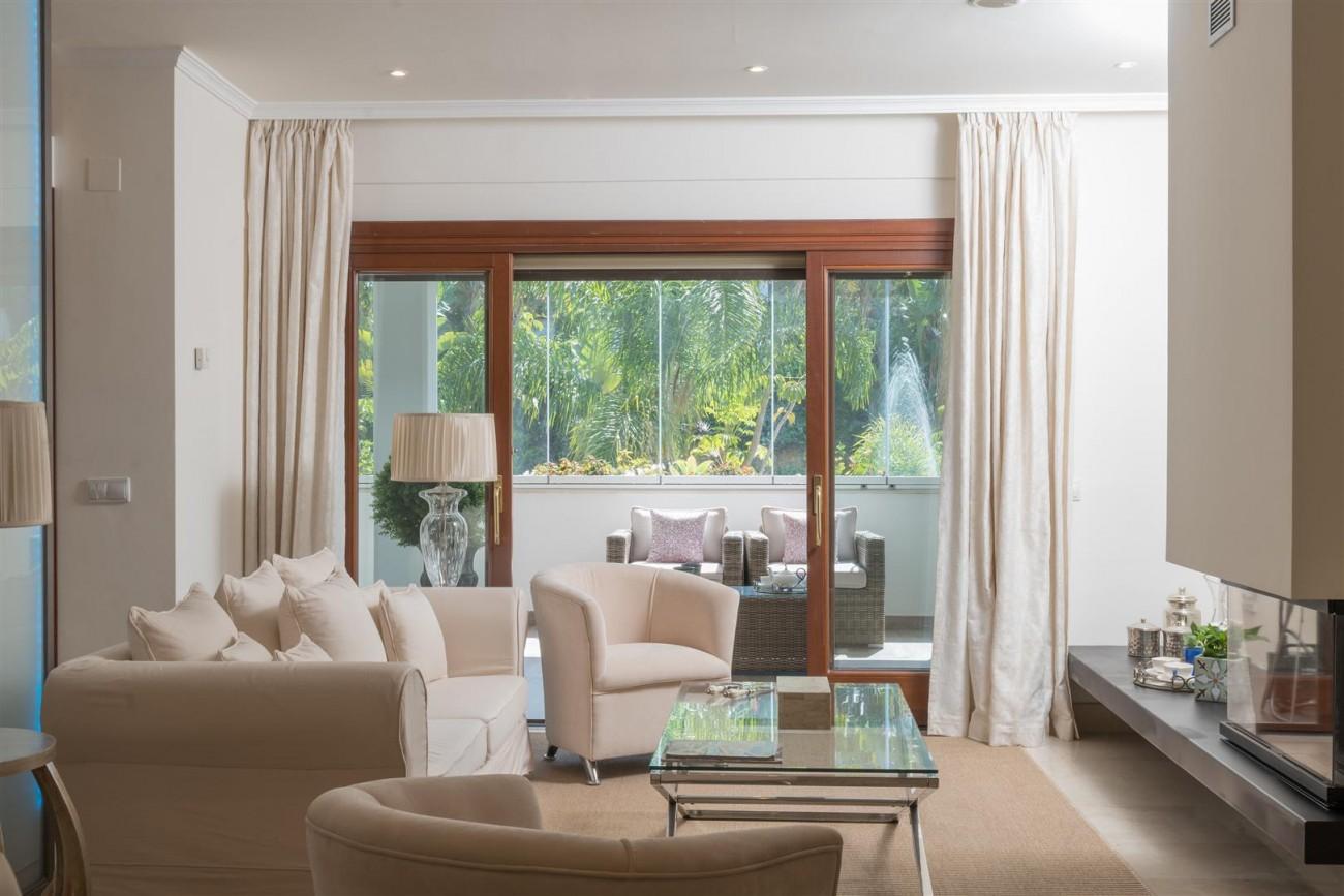 D3130 Luxury Apartment Marbella Golden Mile Spain (1)