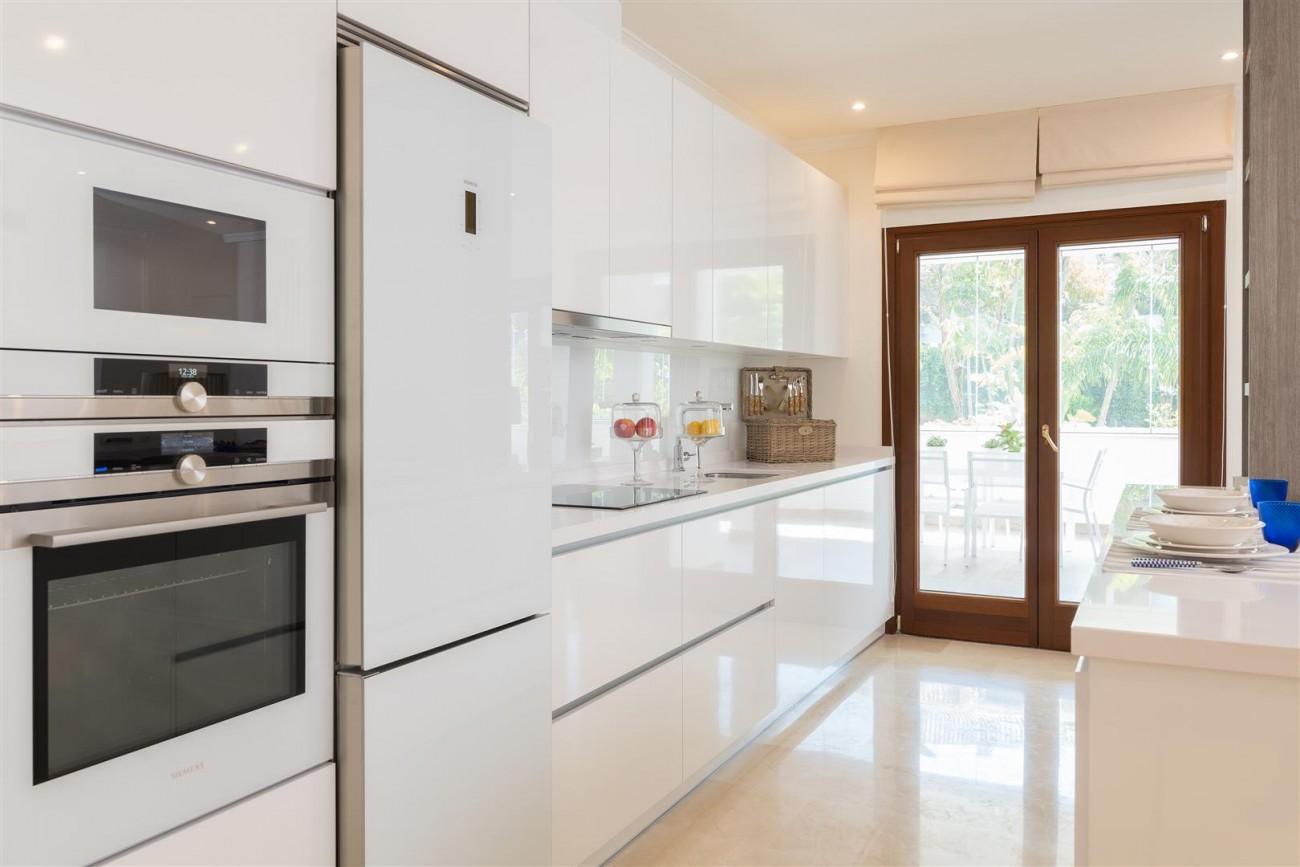 D3130 Luxury Apartment Marbella Golden Mile Spain (3)