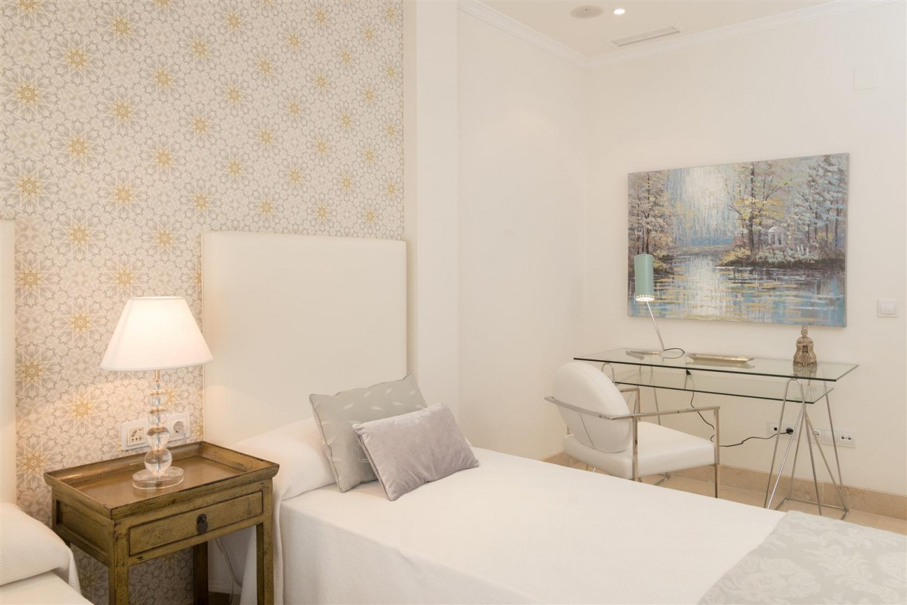 D3130 Luxury Apartment Marbella Golden Mile Spain (4)