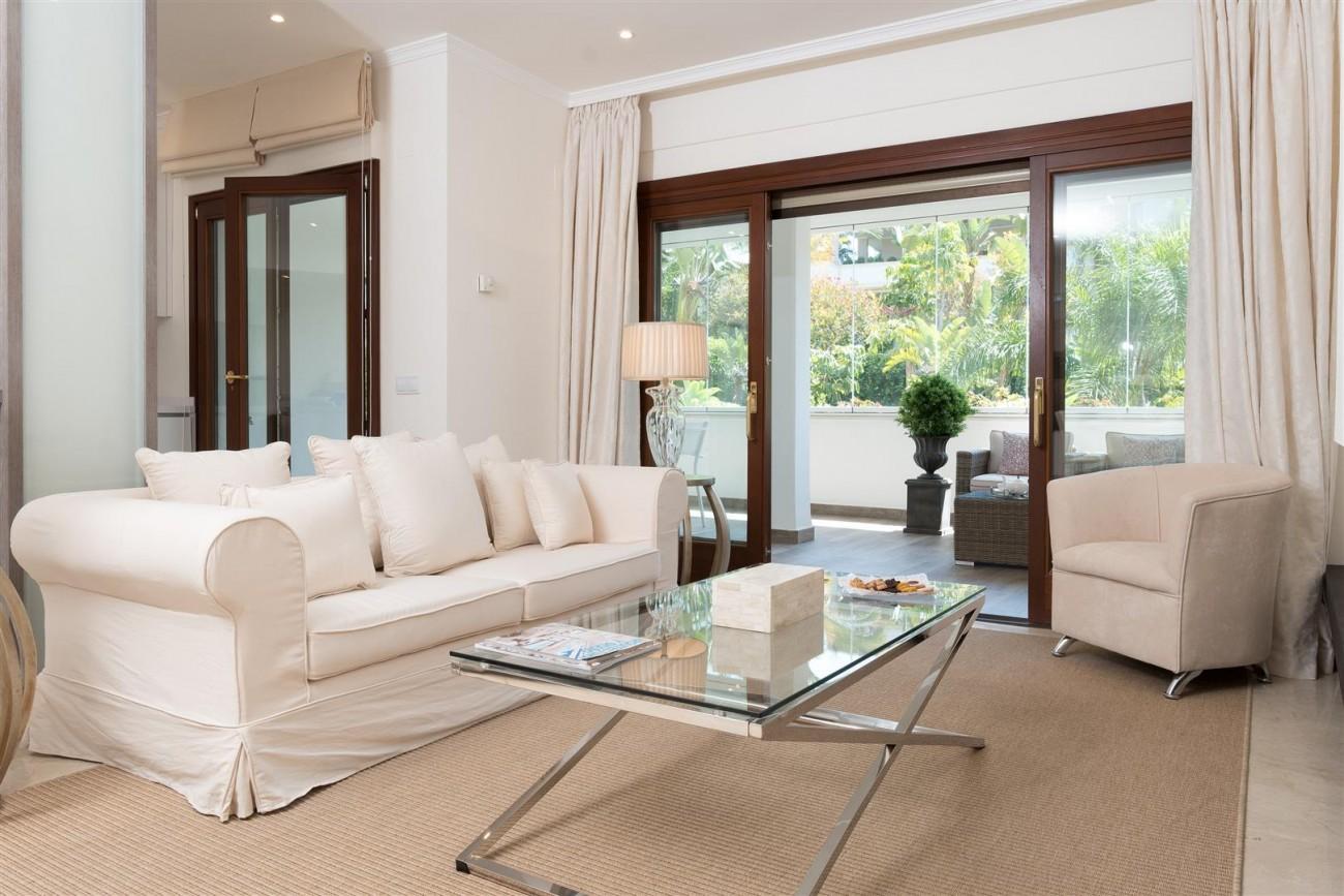 D3130 Luxury Apartment Marbella Golden Mile Spain (6)