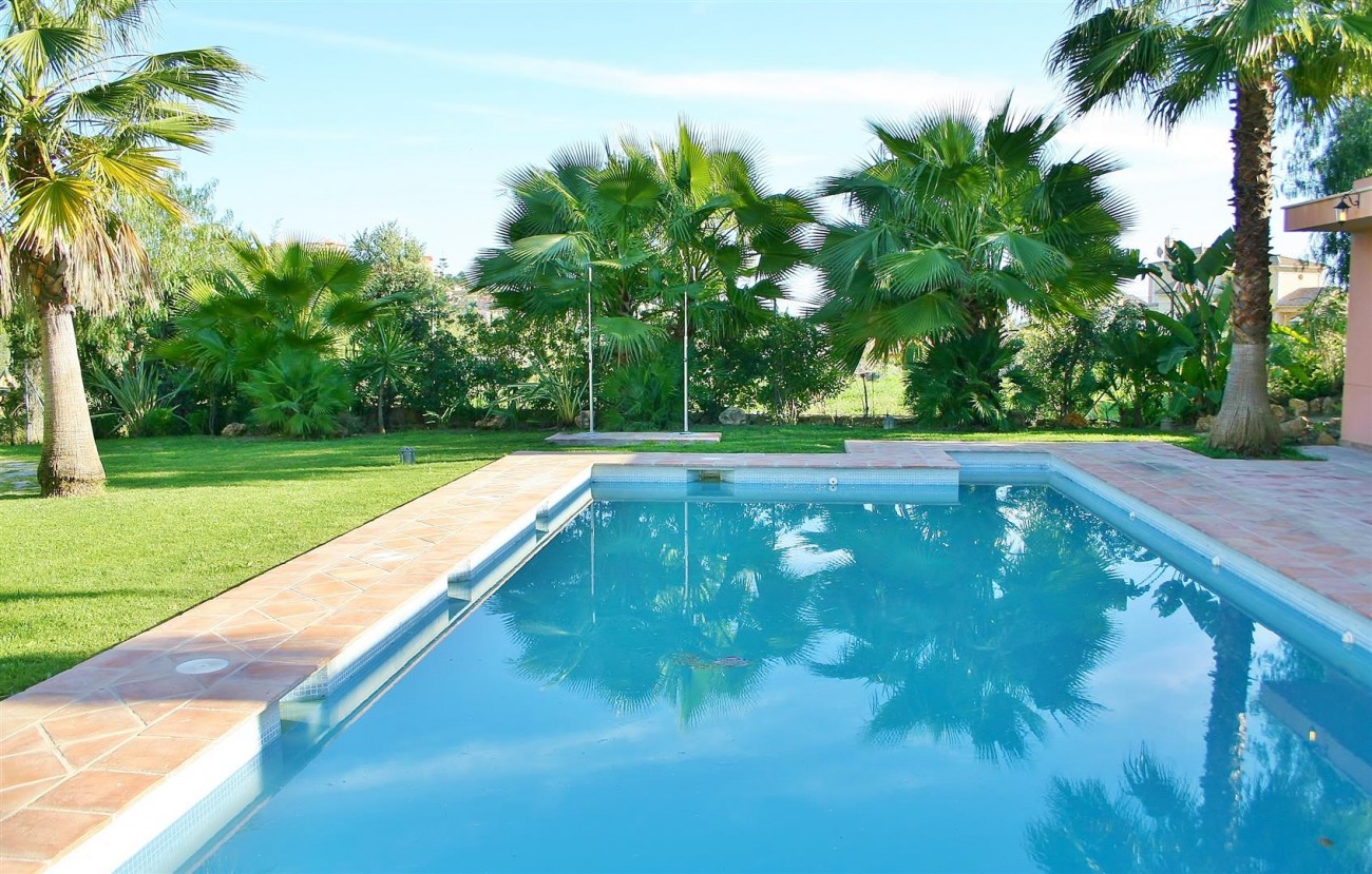 Townhouse for sale Nueva Andalucia Marbella Spain (1) (Large)