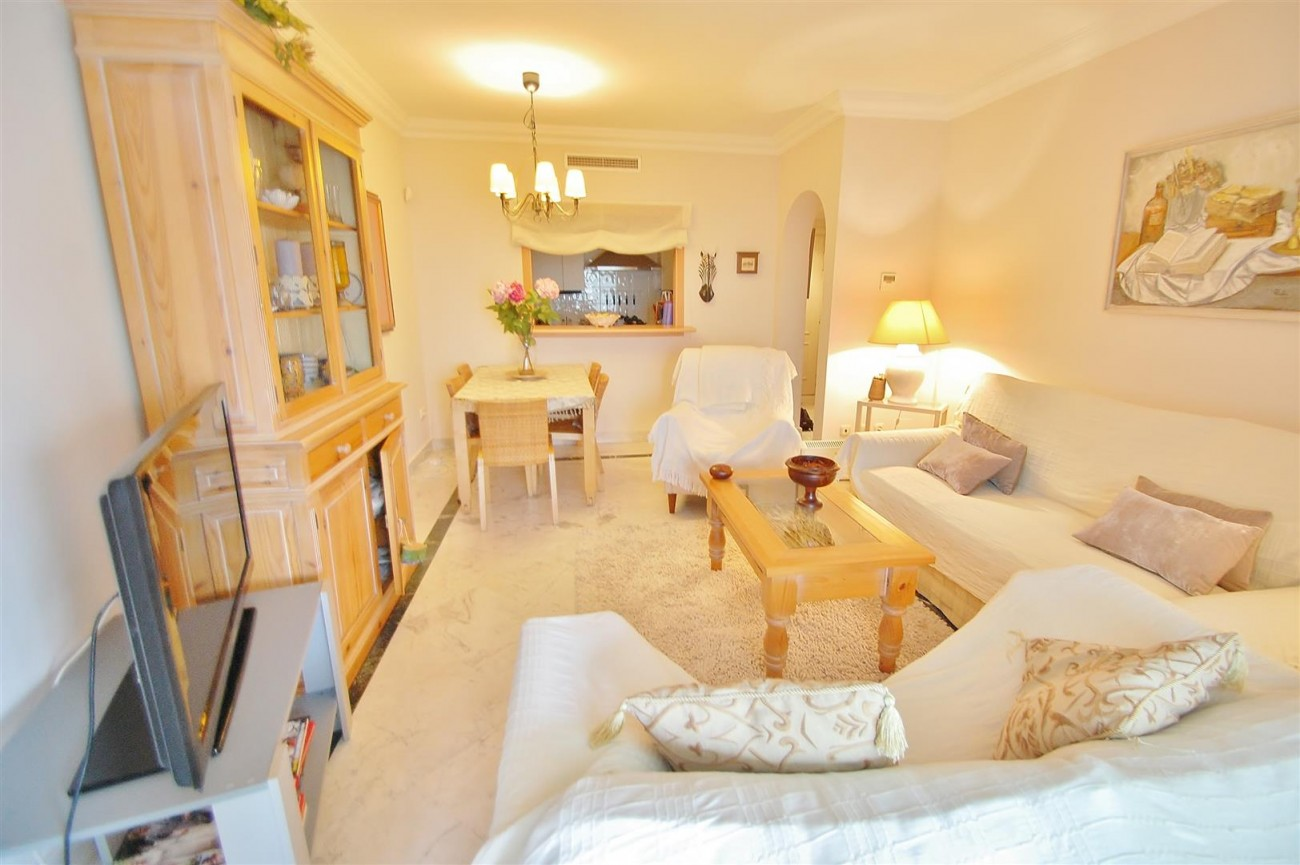 Beachside Apartment for sale Puerto Banus Marbella Spain (2) (Large)