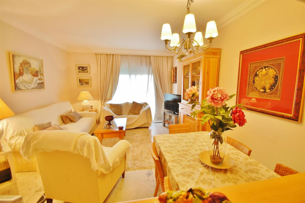 Beachside Apartment for sale Puerto Banus Marbella Spain (5) (Large)