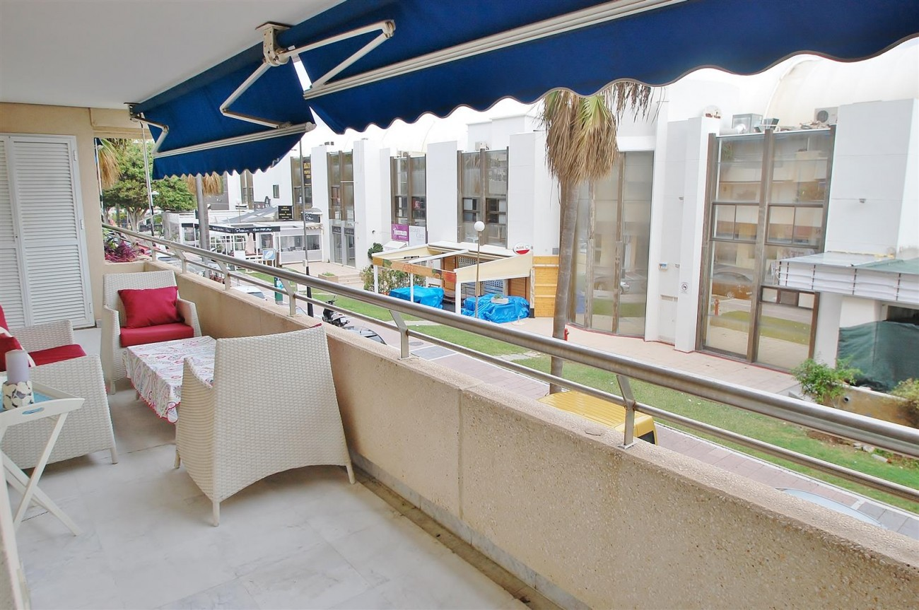 Beachside Apartment for sale Puerto Banus Marbella Spain (22) (Large)