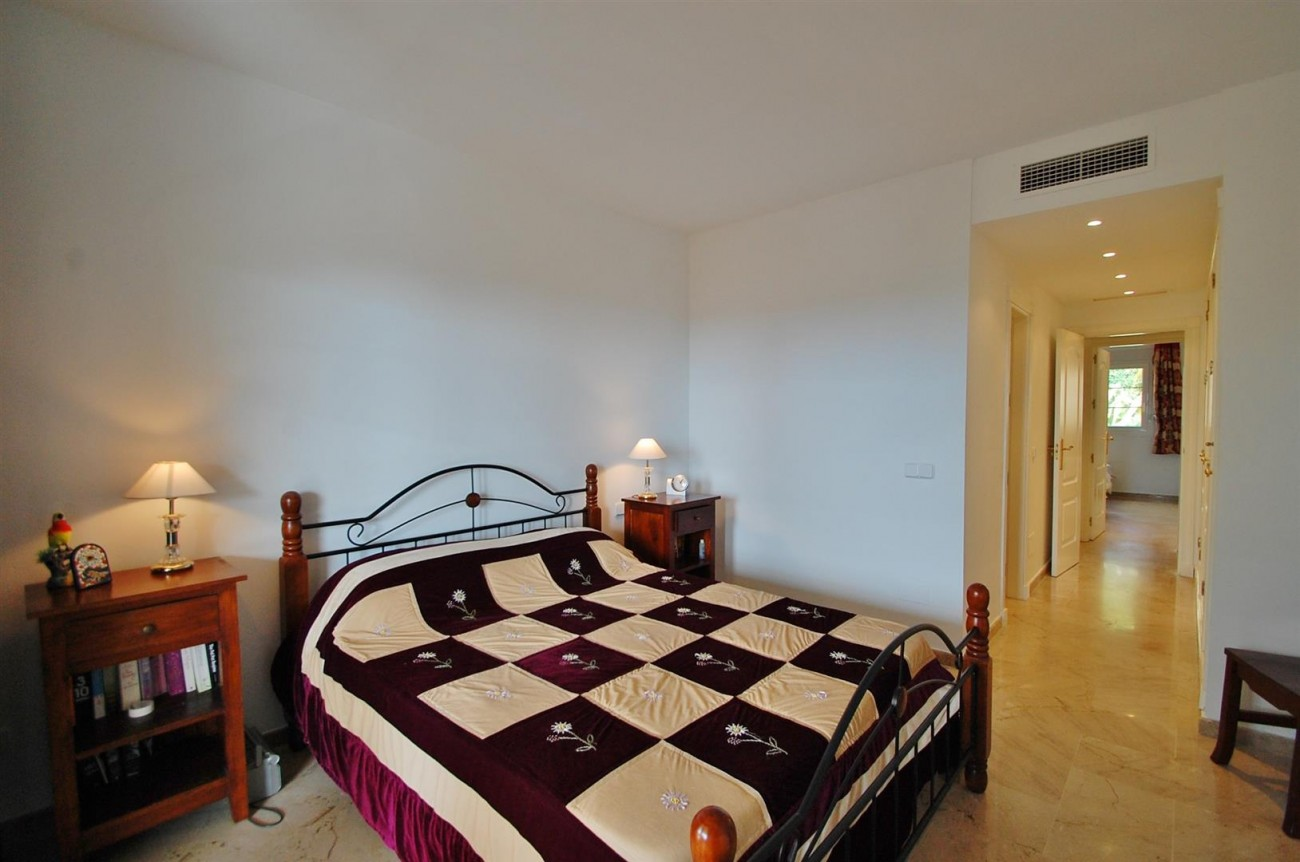 A3604 Beautiful Apartment in Nueva Andalucia Marbella (5) (Large)