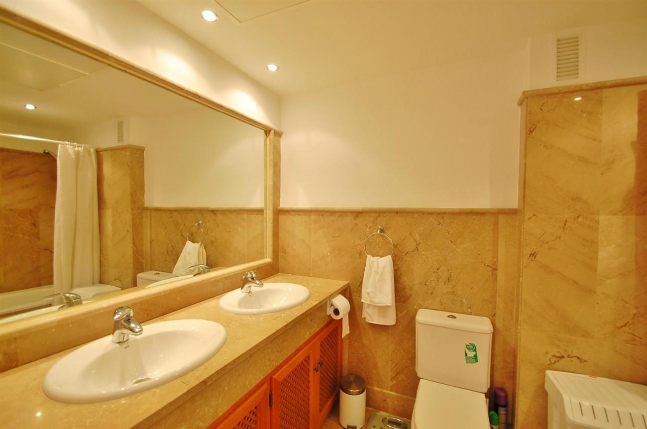A3604 Beautiful Apartment in Nueva Andalucia Marbella (12) (Large)