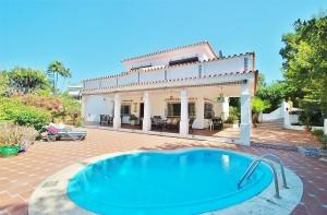 Villa for sale in Nueva Andalucía, Marbella, Málaga