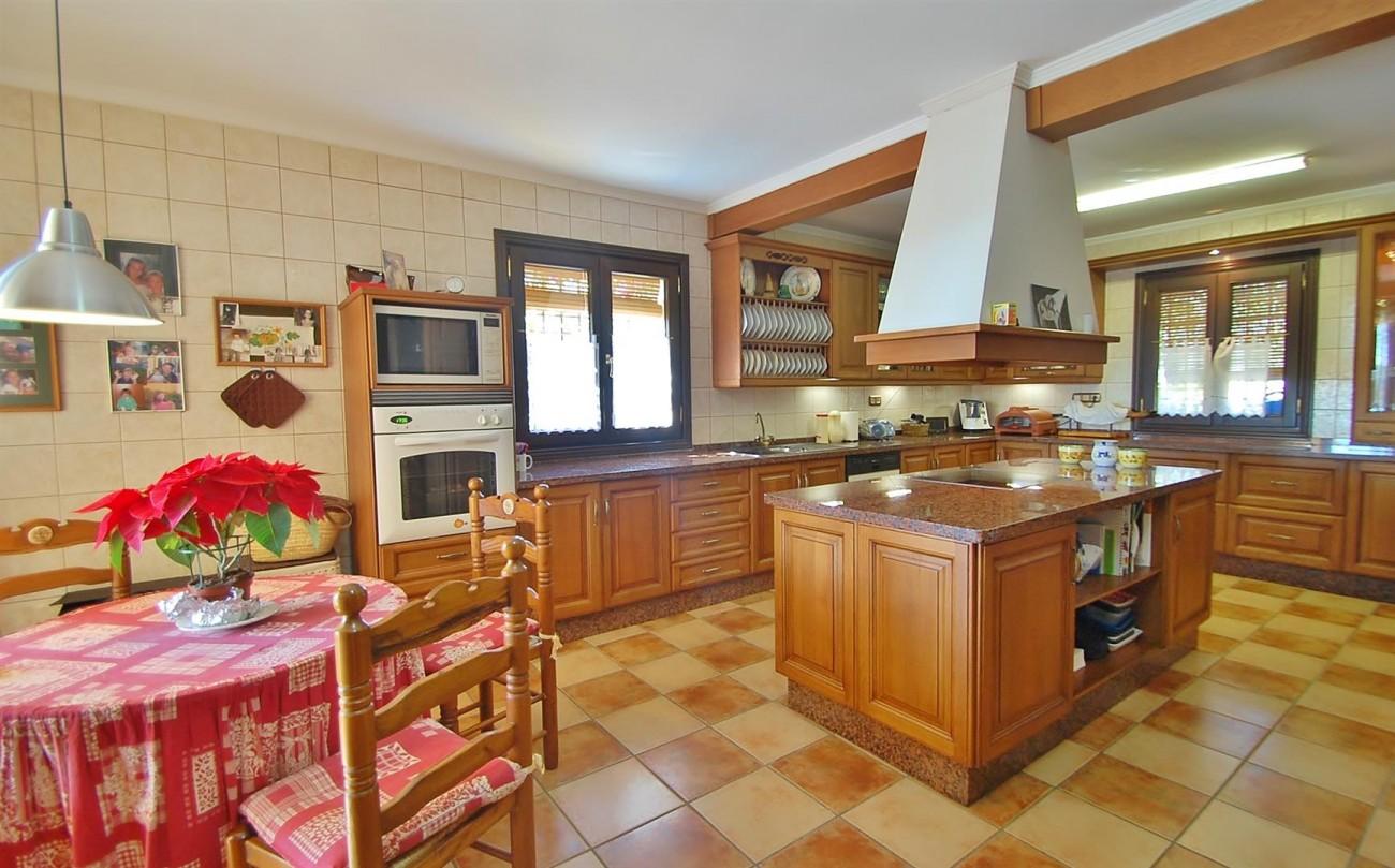 V3787 Villa in Benahavis Spain (4) (Large)