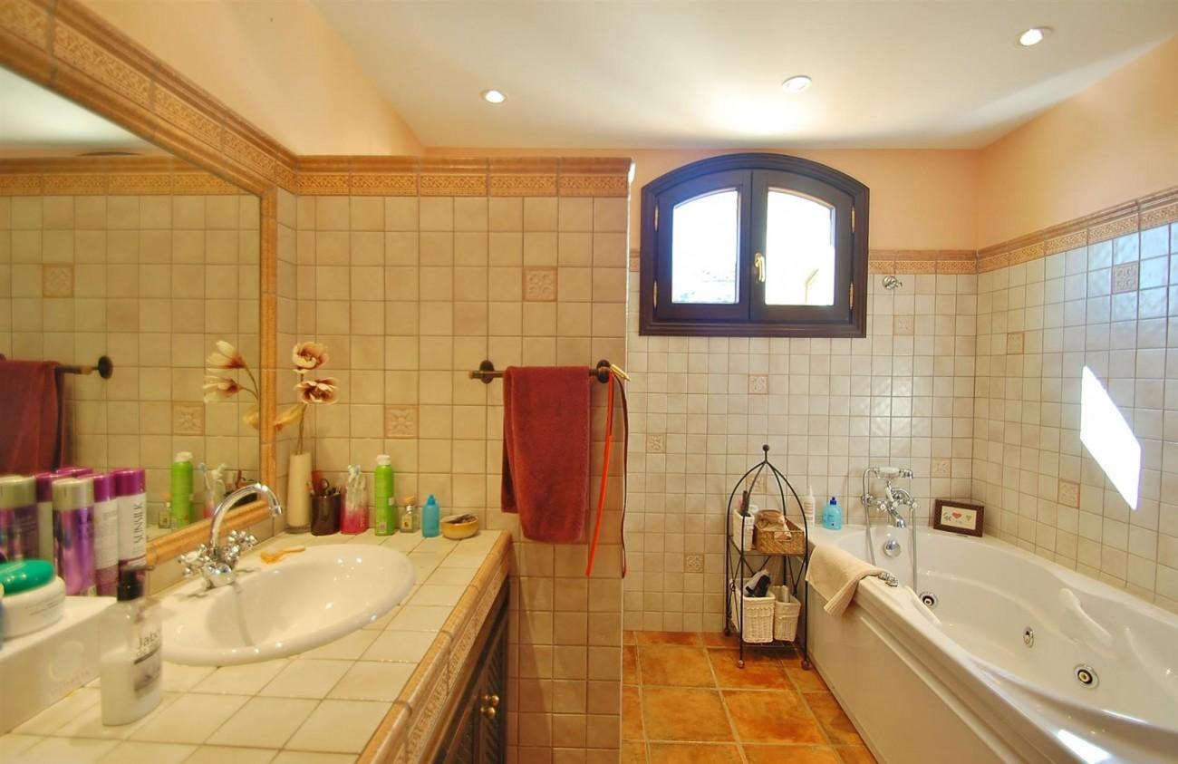 V3787 Villa in Benahavis Spain (9) (Large)