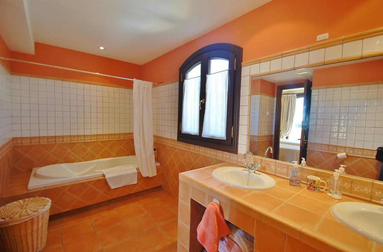 V3787 Villa in Benahavis Spain (10) (Large)