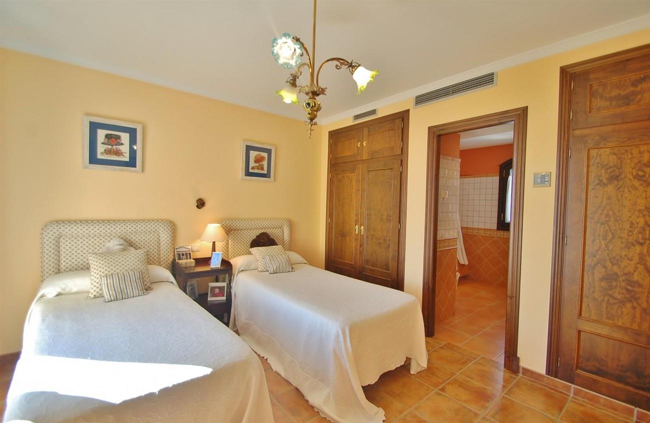 V3787 Villa in Benahavis Spain (15) (Large)