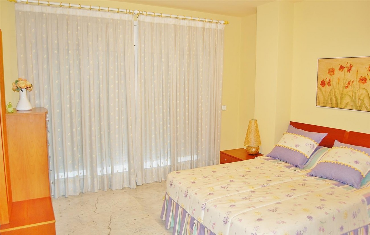 A3962 Frontline Beach Apartment Puerto Banus Marbella (3) (Large)