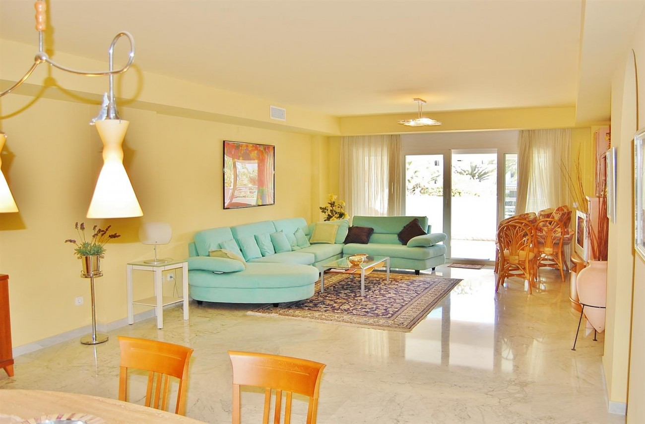 A3962 Frontline Beach Apartment Puerto Banus Marbella (4) (Large)