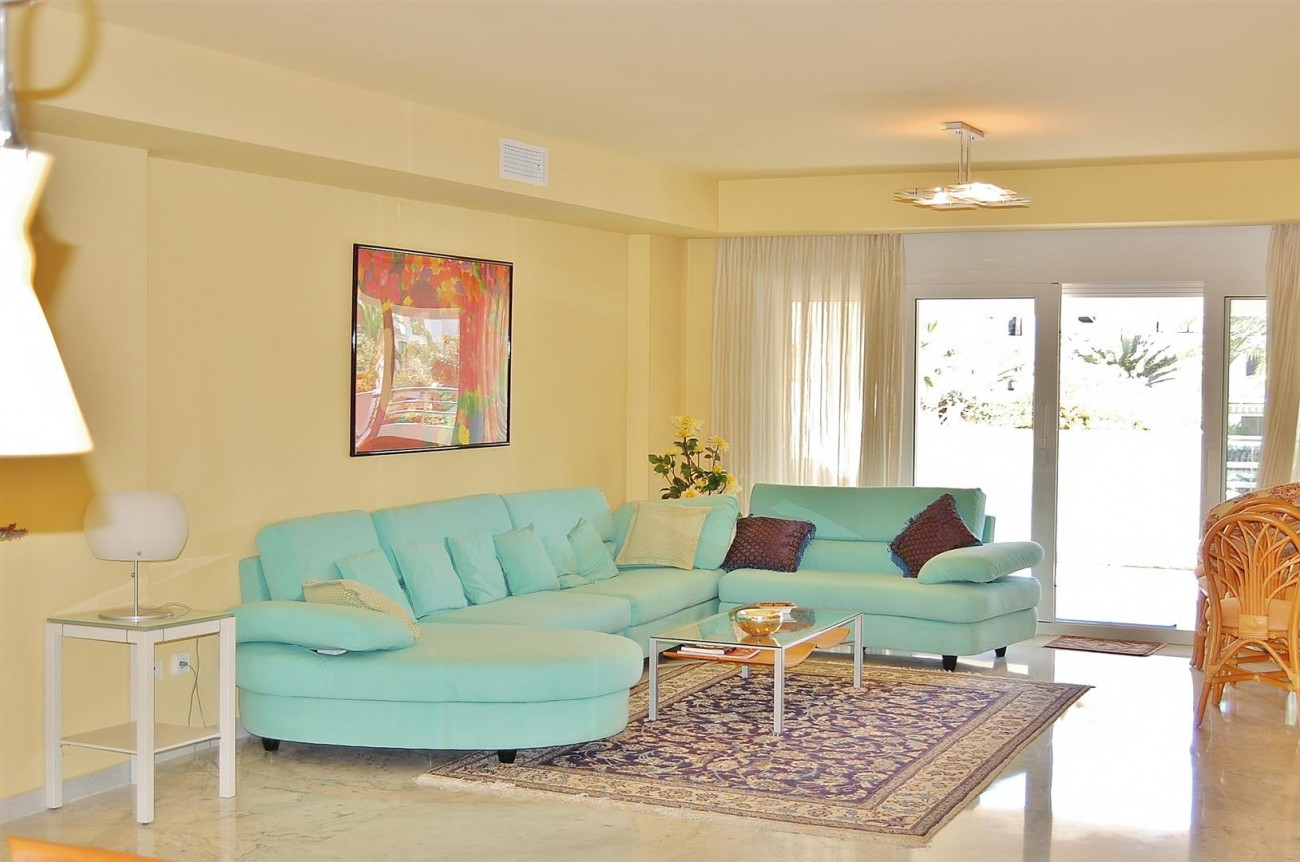 A3962 Frontline Beach Apartment Puerto Banus Marbella (5) (Large)