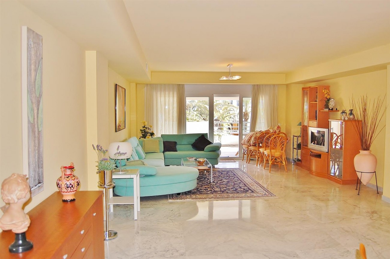 A3962 Frontline Beach Apartment Puerto Banus Marbella (6) (Large)
