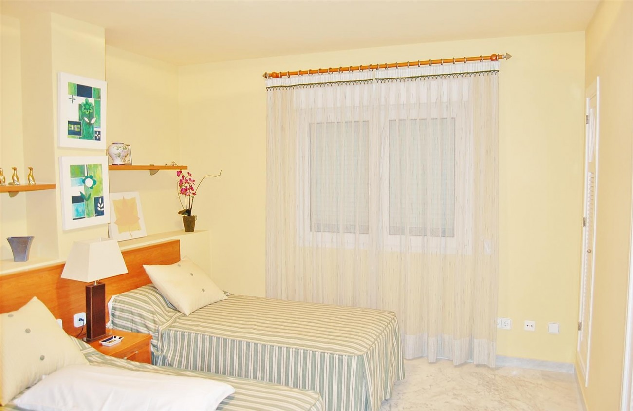 A3962 Frontline Beach Apartment Puerto Banus Marbella (9) (Large)
