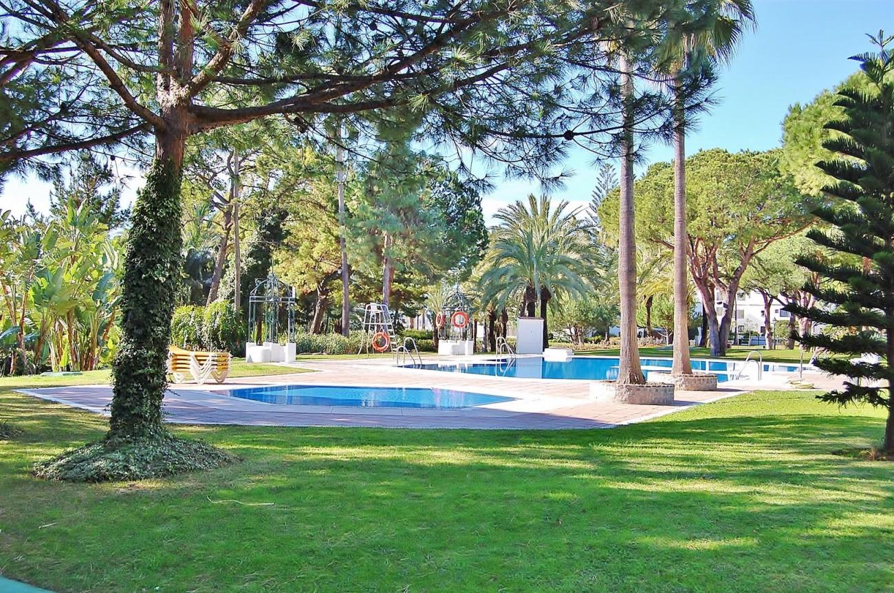 A3962 Frontline Beach Apartment Puerto Banus Marbella (10) (Large)