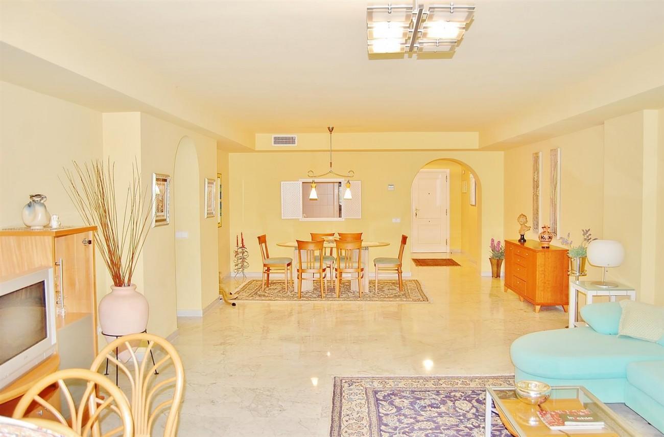A3962 Frontline Beach Apartment Puerto Banus Marbella (12) (Large)