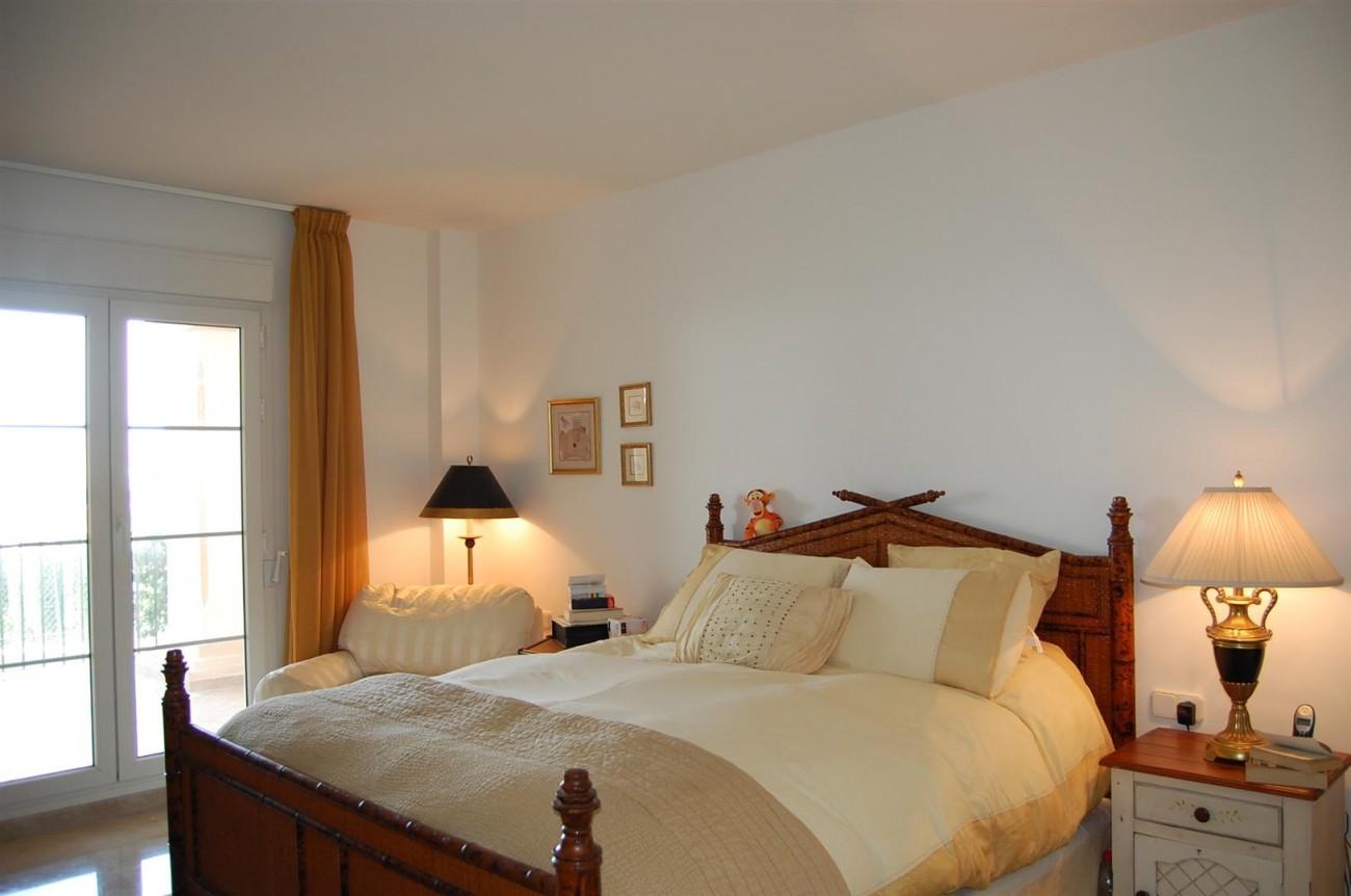 Ample 3 Bedrooms Apartment Puerto Banus marbella Spain (4) (Large)