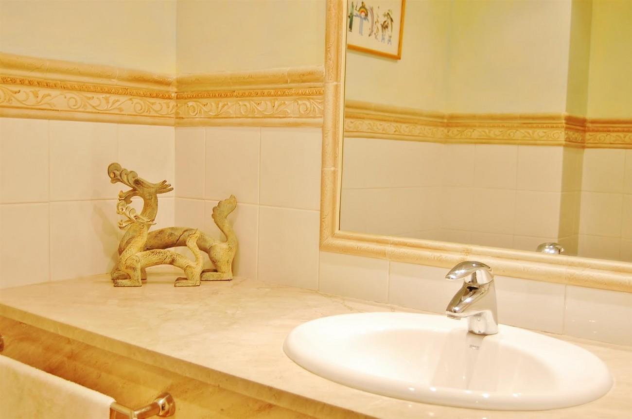Ample 3 Bedrooms Apartment Puerto Banus marbella Spain (6) (Large)