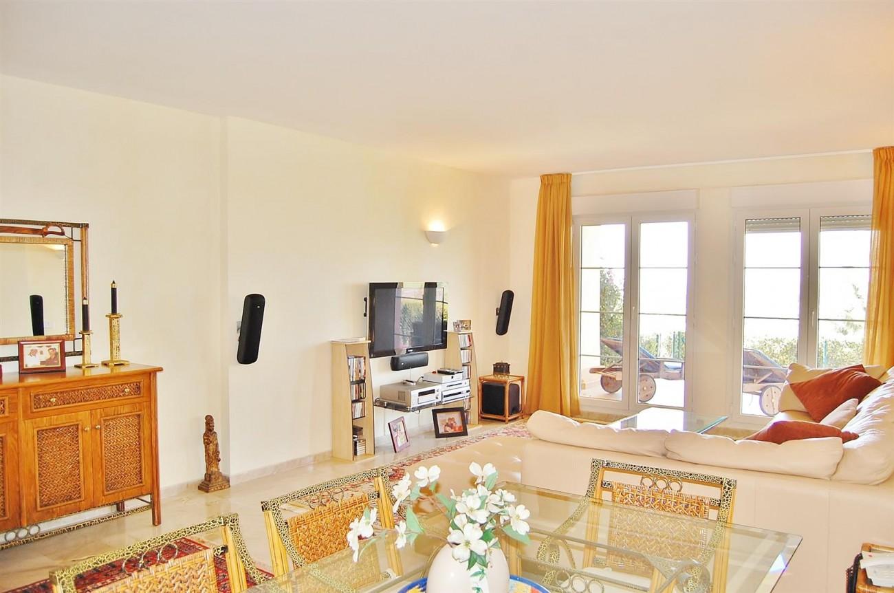 Ample 3 Bedrooms Apartment Puerto Banus marbella Spain (9) (Large)
