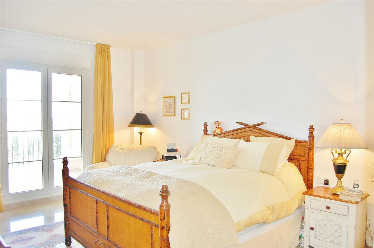 Ample 3 Bedrooms Apartment Puerto Banus marbella Spain (14) (Large)