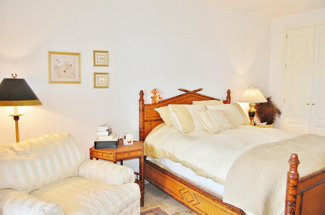 Ample 3 Bedrooms Apartment Puerto Banus marbella Spain (15) (Large)