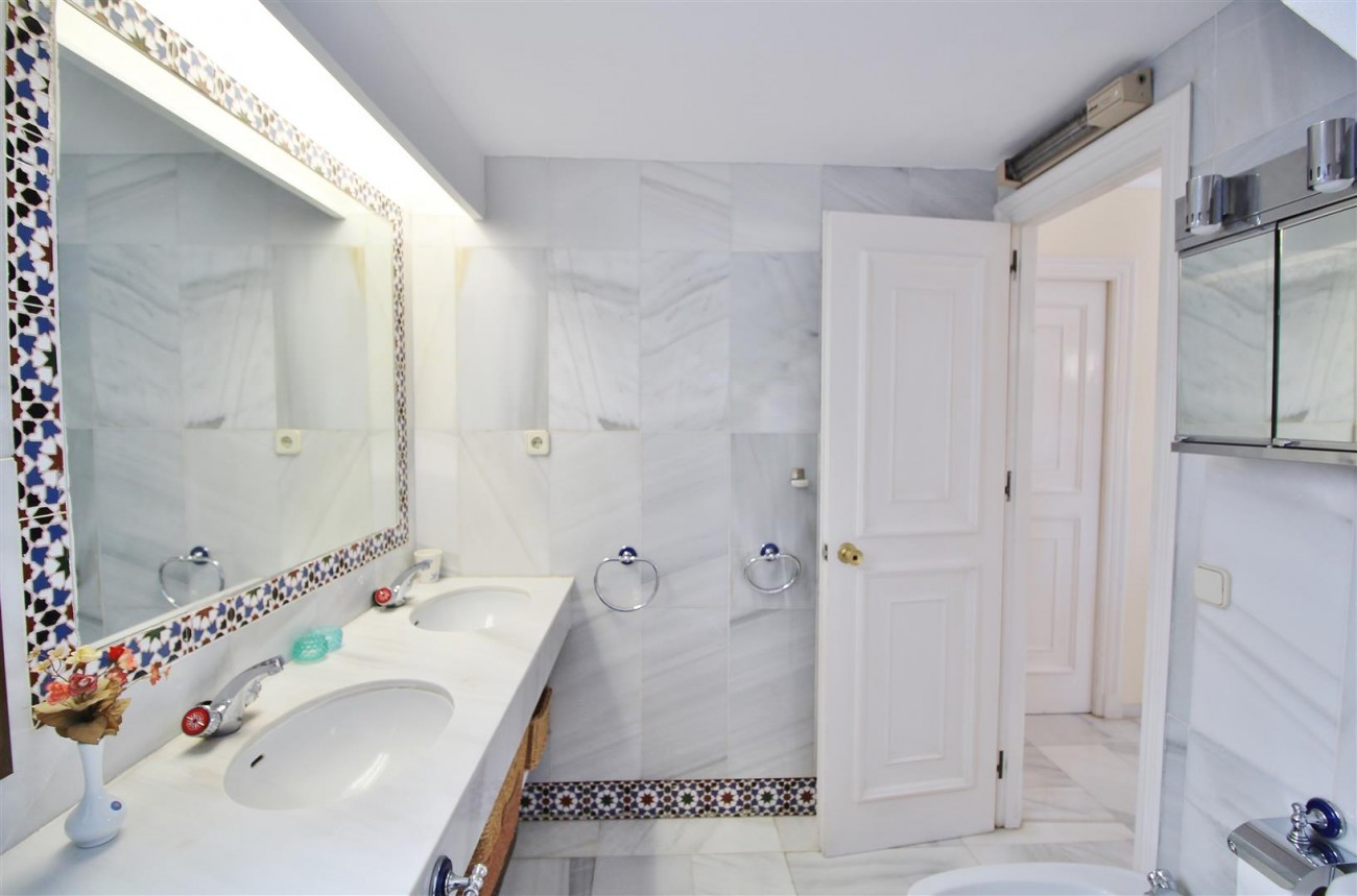 Townhouse for sale close to Puerto Banus Marbella Spain (11) (Large)