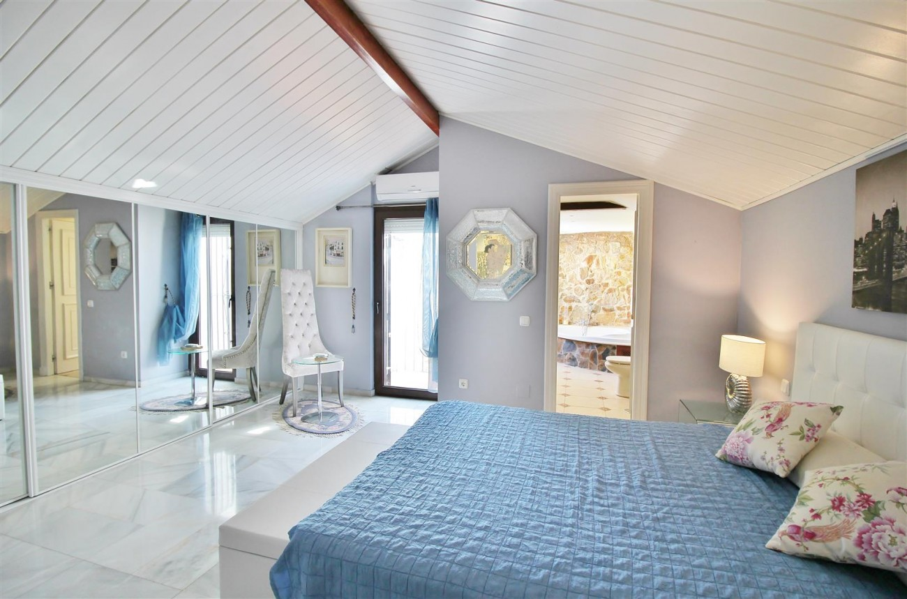 Townhouse for sale close to Puerto Banus Marbella Spain (16) (Large)