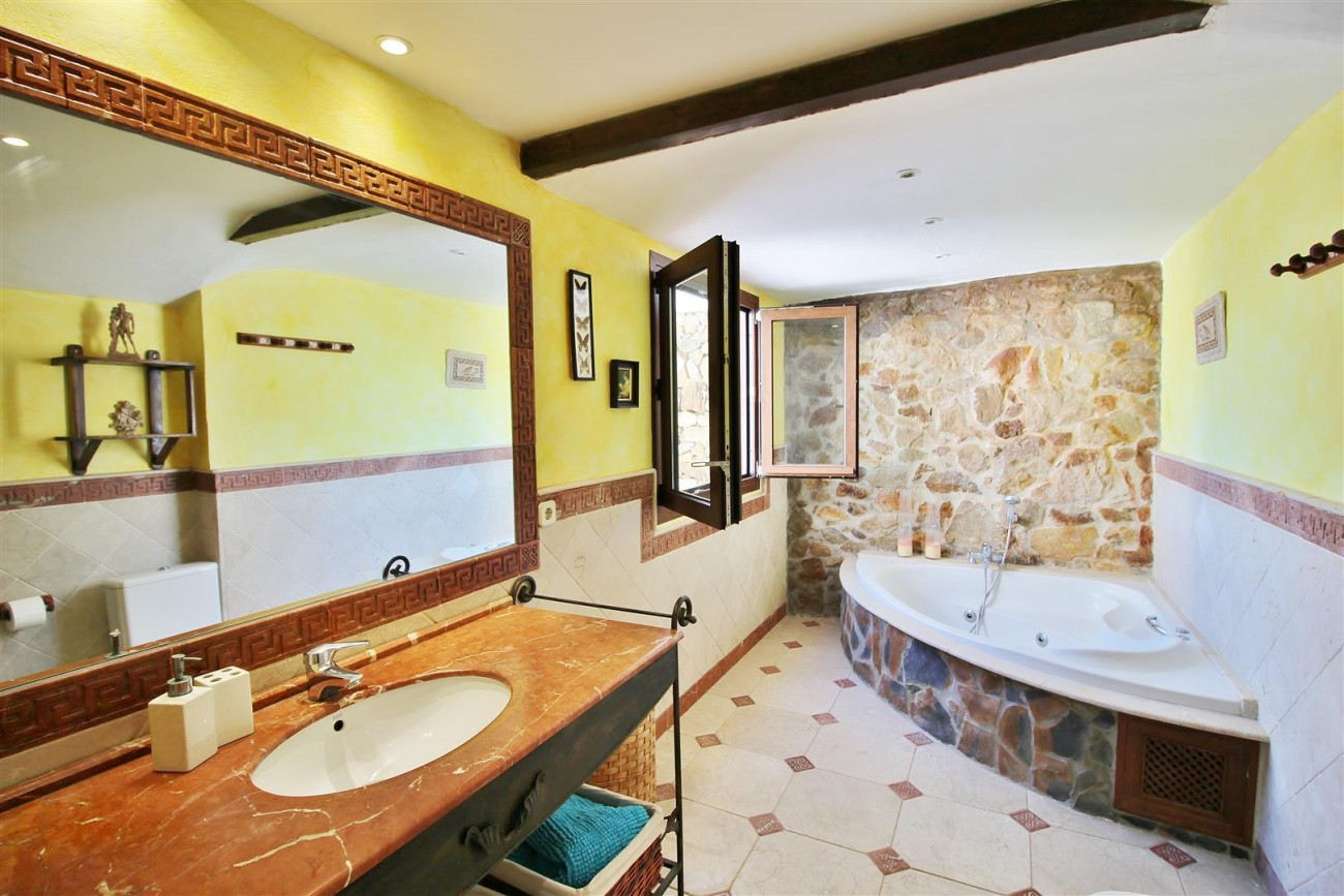 Townhouse for sale close to Puerto Banus Marbella Spain (18) (Large)