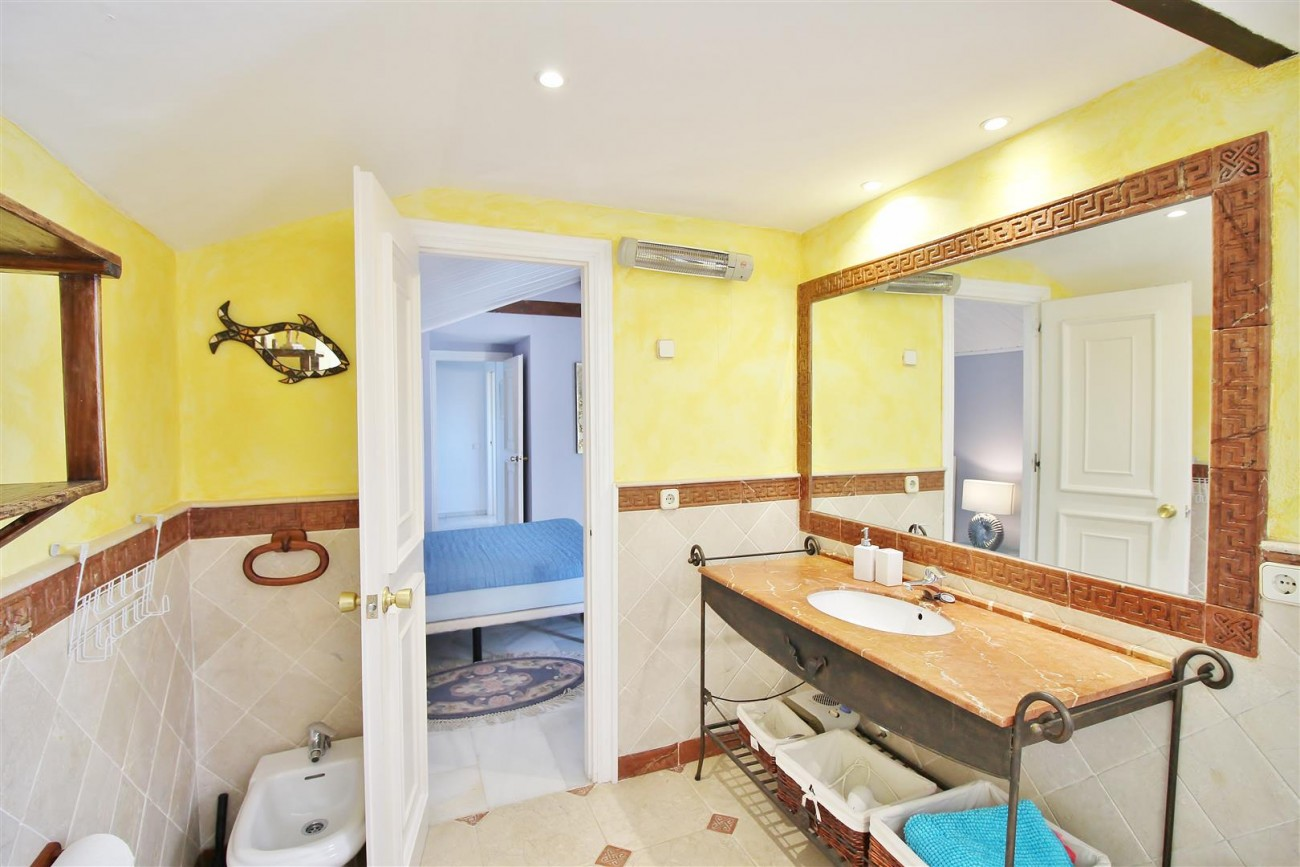 Townhouse for sale close to Puerto Banus Marbella Spain (19) (Large)