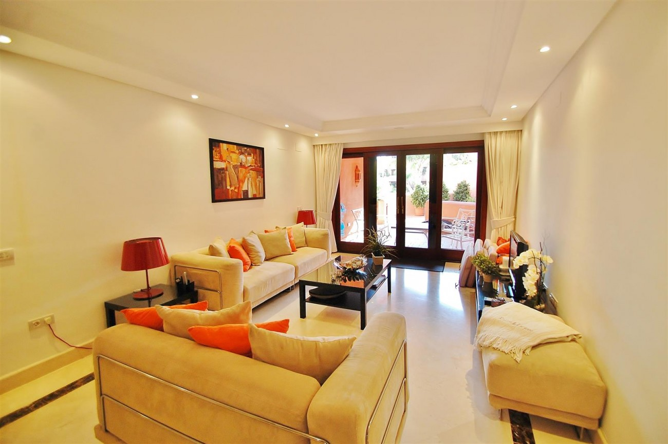 Elegant Groundfloor Apartment for sale in Frontline Beach Complex Estepona Spain (1) (Large)
