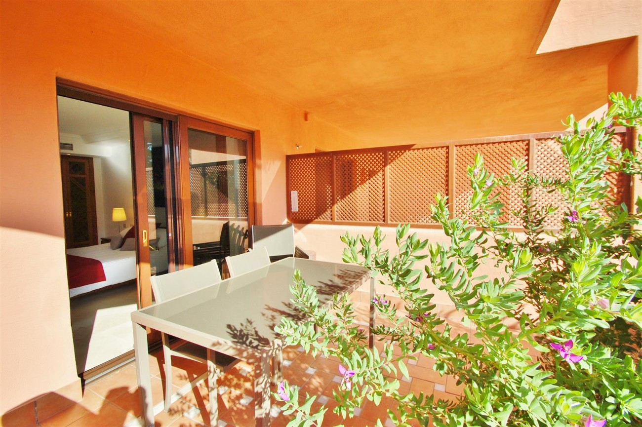 Elegant Groundfloor Apartment for sale in Frontline Beach Complex Estepona Spain (9) (Large)