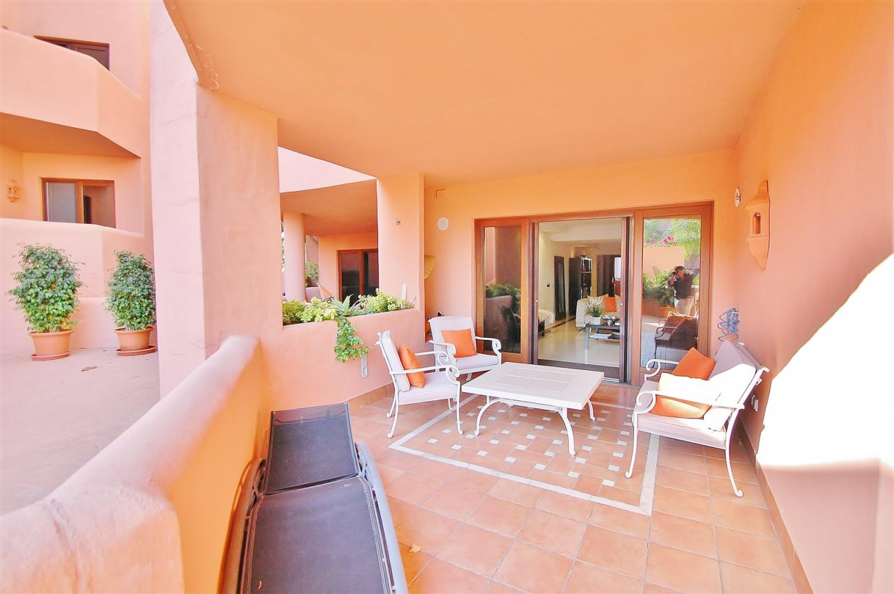 Elegant Groundfloor Apartment for sale in Frontline Beach Complex Estepona Spain (10) (Large)