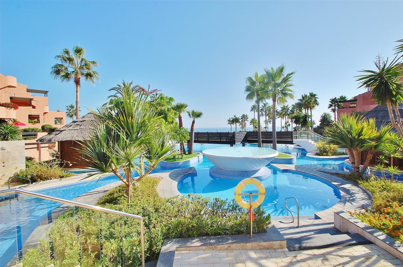 Elegant Groundfloor Apartment for sale in Frontline Beach Complex Estepona Spain (12) (Large)
