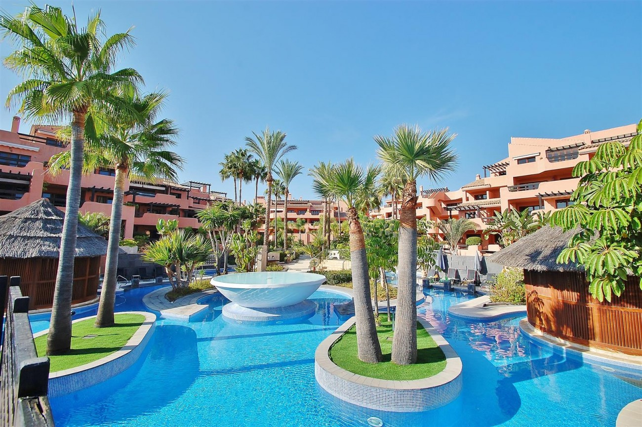 Elegant Groundfloor Apartment for sale in Frontline Beach Complex Estepona Spain (14) (Large)