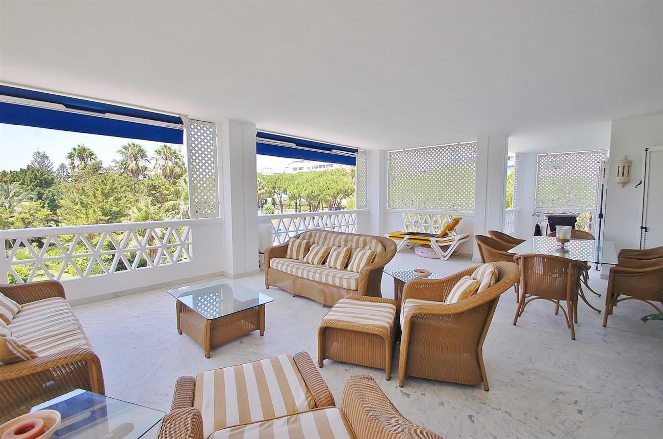 A4543 Ample Apartment Puerto Banus Marbella (3) (Large)