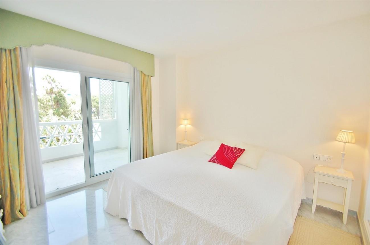 A4543 Ample Apartment Puerto Banus Marbella (4) (Large)
