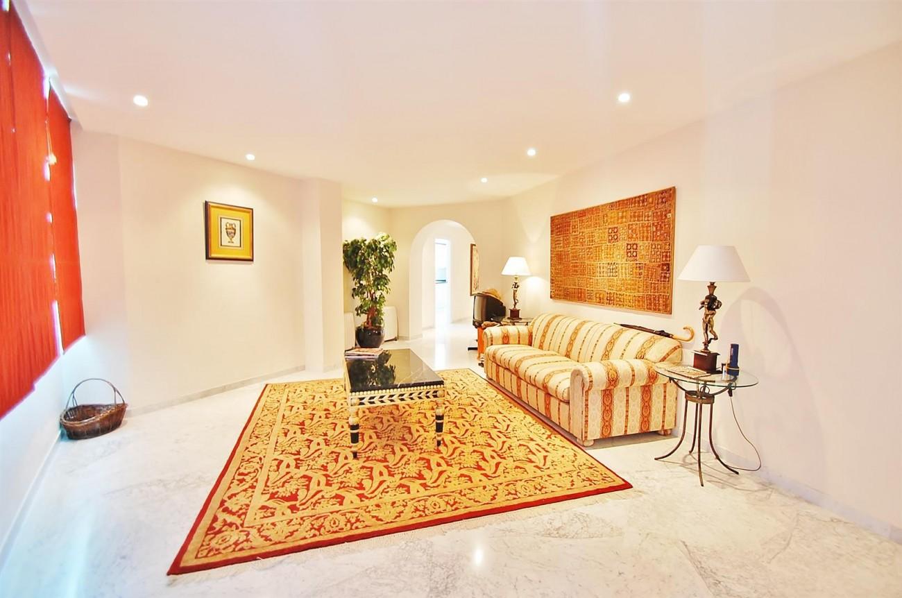A4543 Ample Apartment Puerto Banus Marbella (6) (Large)