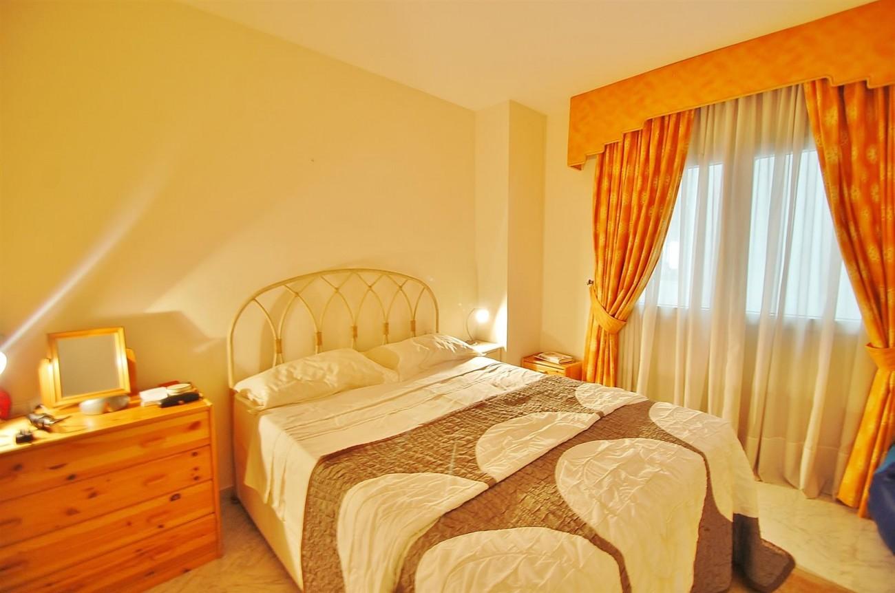 A4543 Ample Apartment Puerto Banus Marbella (8) (Large)