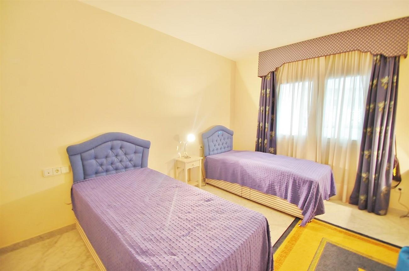 A4543 Ample Apartment Puerto Banus Marbella (10) (Large)