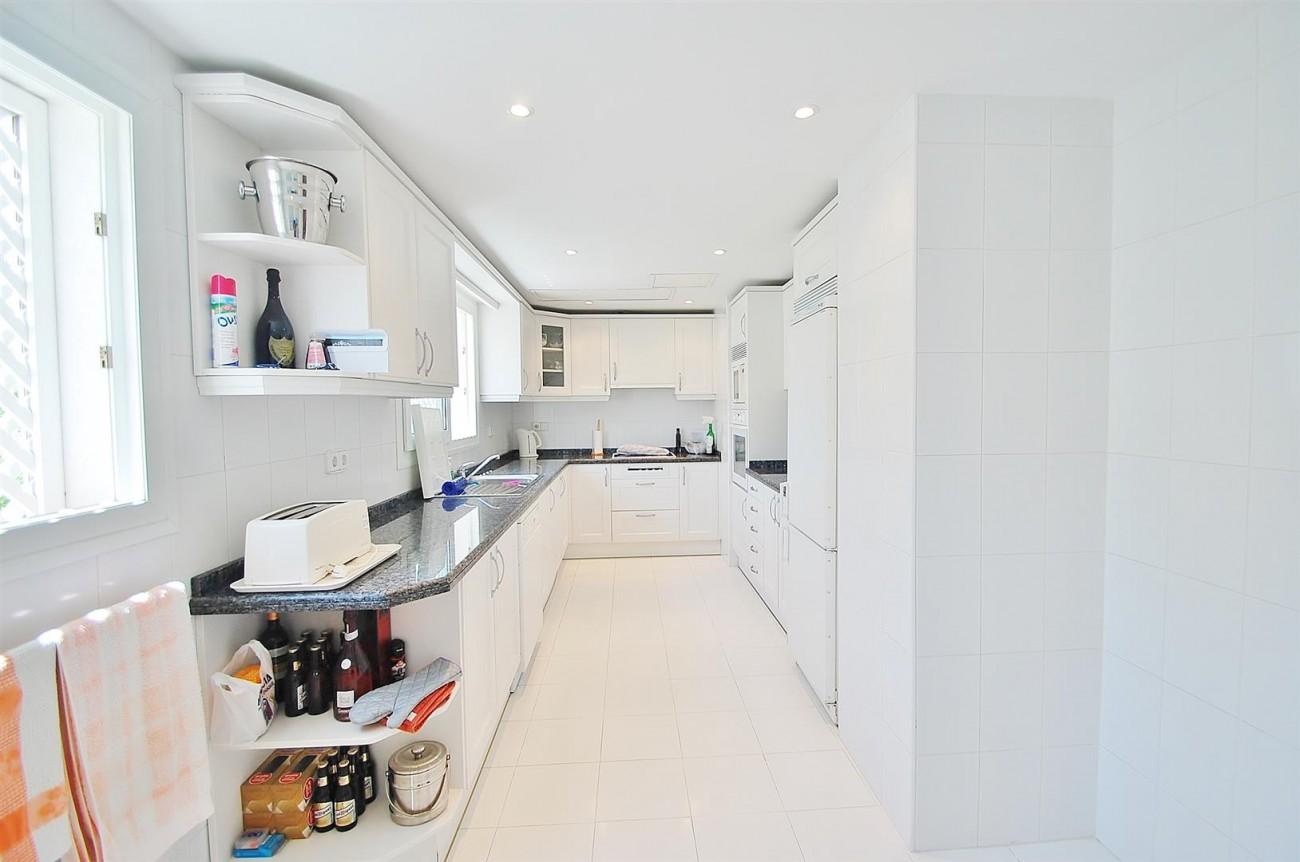 A4543 Ample Apartment Puerto Banus Marbella (11) (Large)