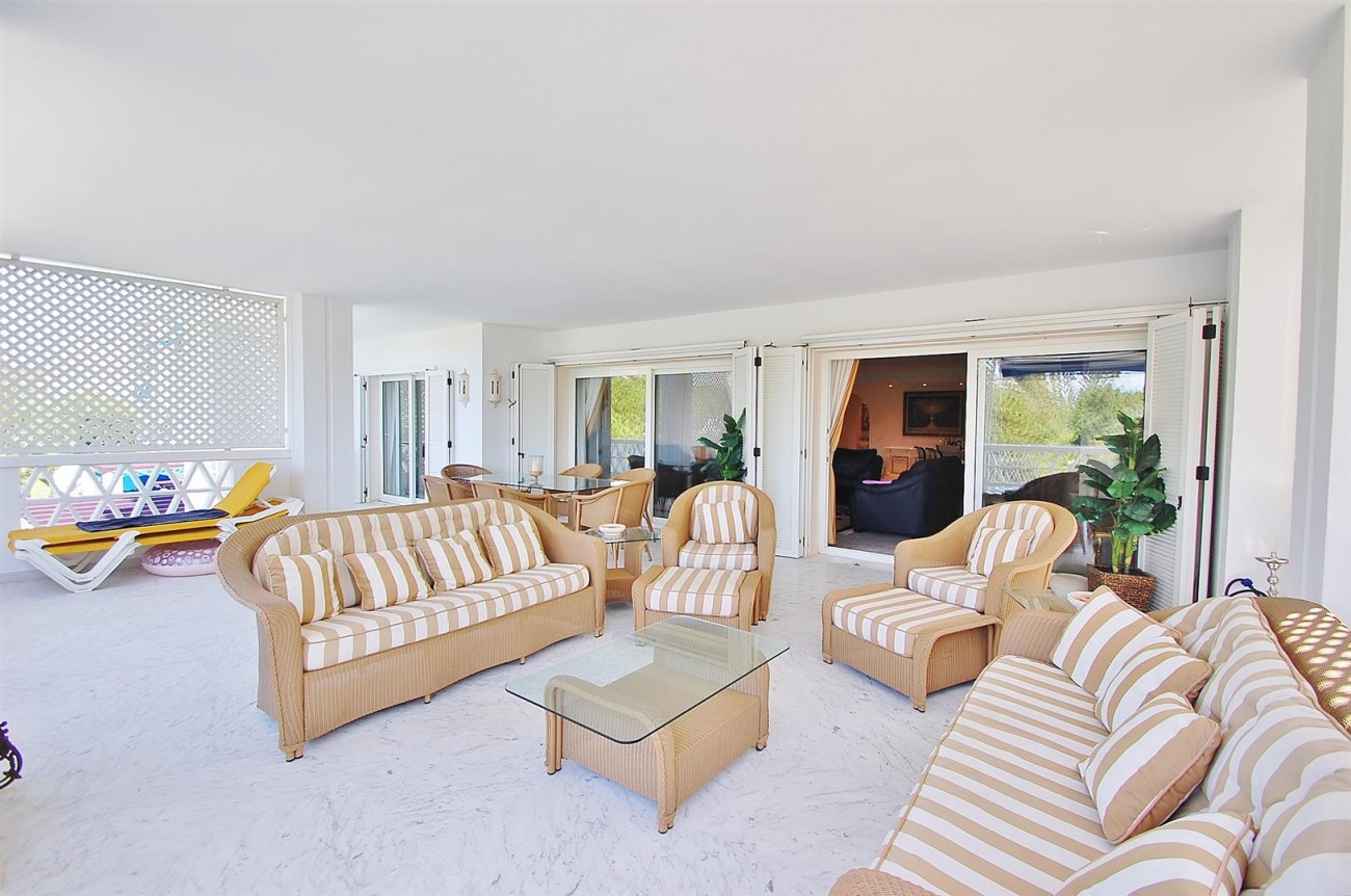 A4543 Ample Apartment Puerto Banus Marbella (12) (Large)