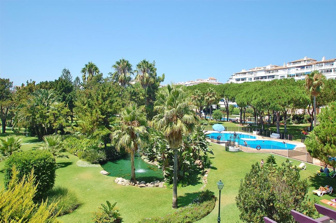 A4543 Ample Apartment Puerto Banus Marbella (13) (Large)