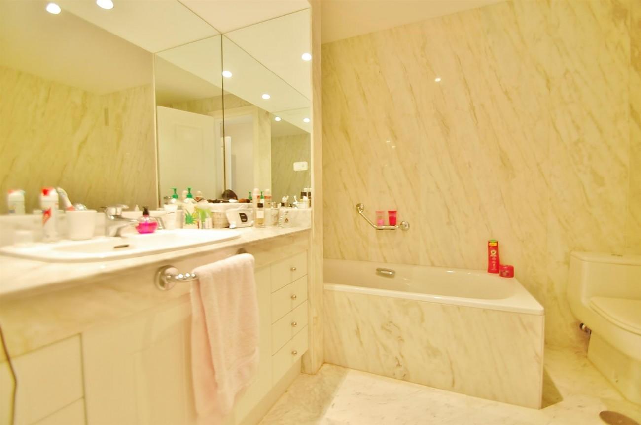 A4543 Ample Apartment Puerto Banus Marbella (14) (Large)
