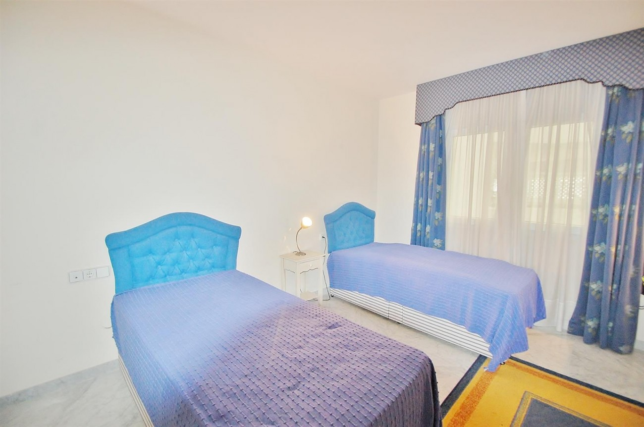 A4543 Ample Apartment Puerto Banus Marbella (15) (Large)