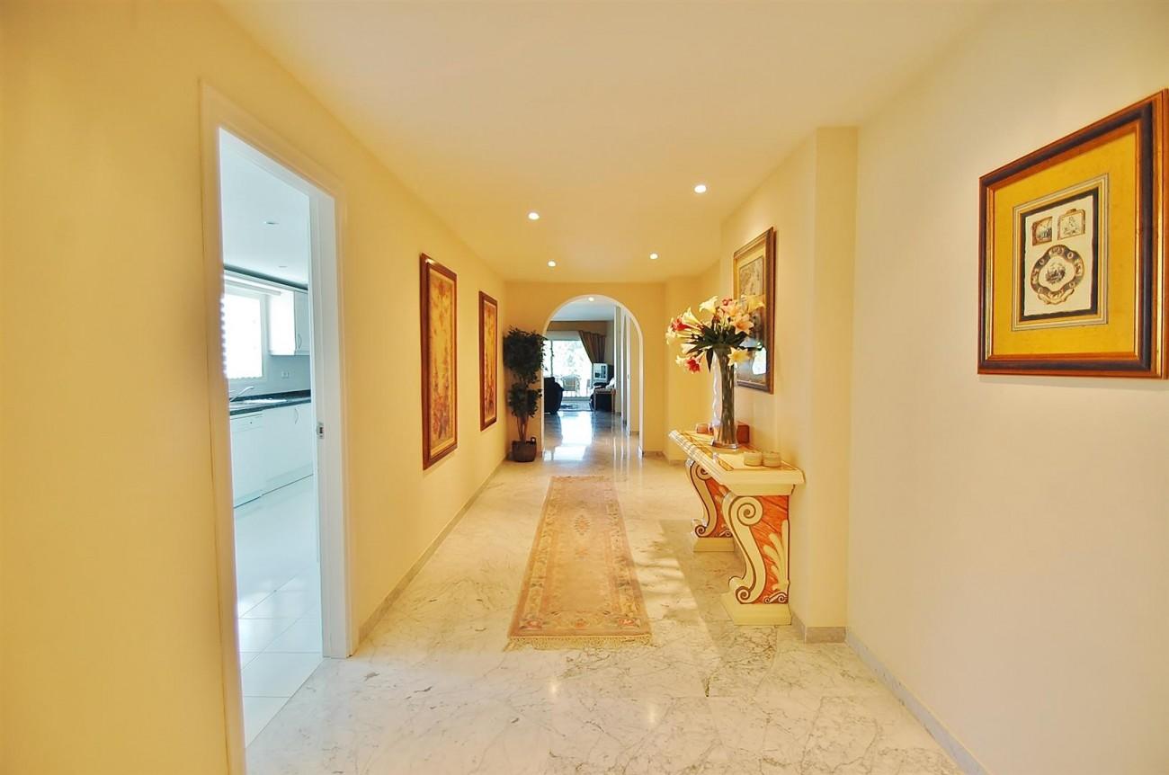 A4543 Ample Apartment Puerto Banus Marbella (16) (Large)
