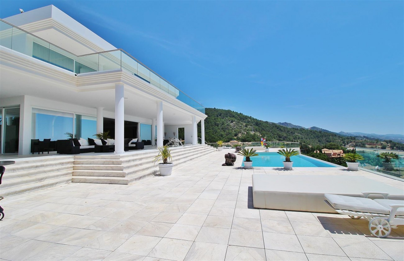 V4577 Luxury Contemporary Villa Golden Marbella Mile For Rent (9) (Large)