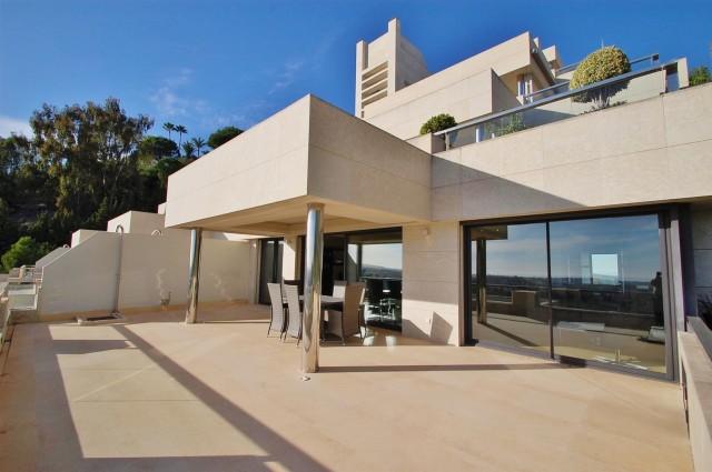 Apartment for Sale - 620.000€ - Nueva Andalucía, Costa del Sol - Ref: 4623