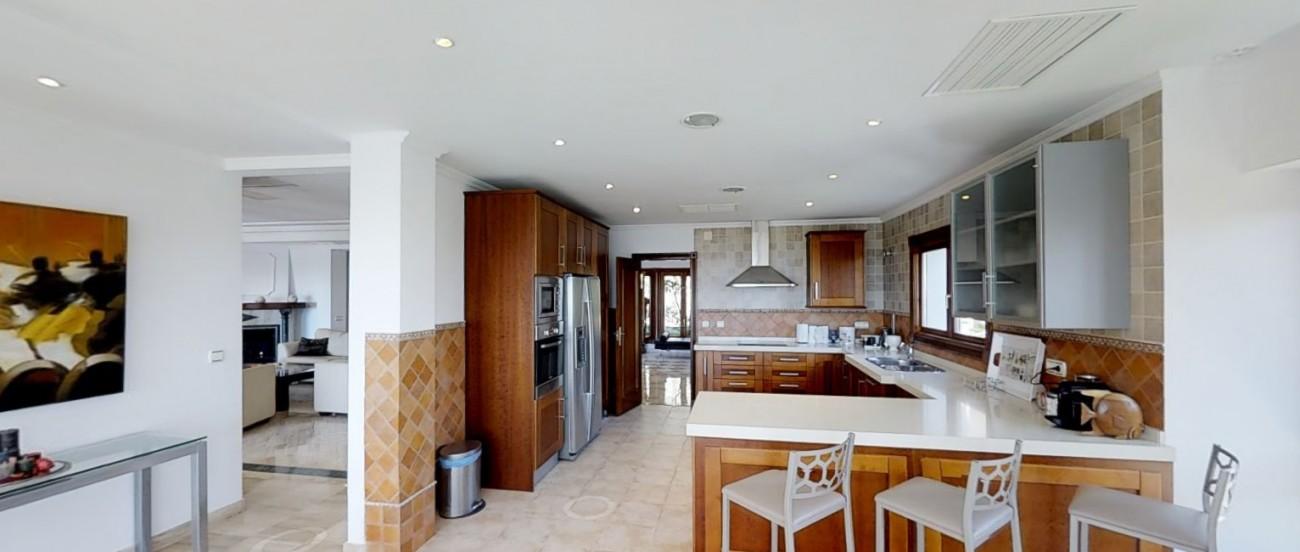 Villa-for-sale-Benahavis-Spain-(4)